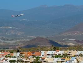 Flugzeug hebt ab auf Teneriffa