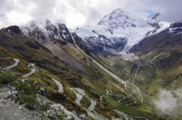Strada di montagna in Perù