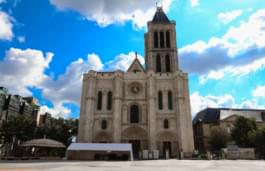 Mit dem Mietwagen Saint-Denis entdecken