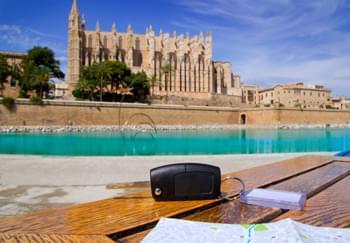 Autoschlüssel auf einem Tisch in Mallorca