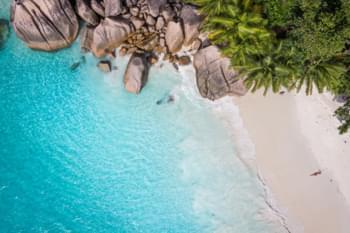 Einsamer Strand auf den Seychellen