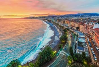 En voiture de location à Nice