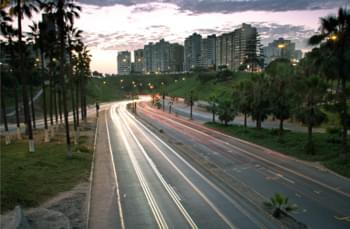 En la carretera en Lima, Perú