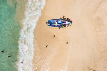 Boot am Strand von Kap Verde