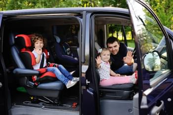 Familie in de auto