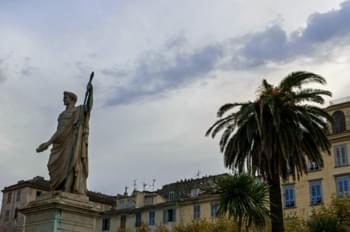 Statue auf Korsika