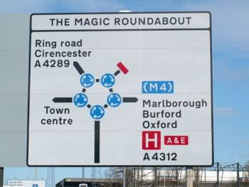 Der Magic Roundabout in Swindon, Südengland