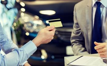 Tarjeta de crédito coche de alquiler