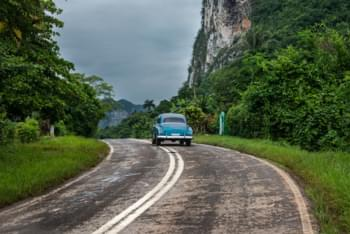 In auto a noleggio attraverso Cuba