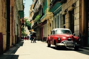 Mietwagen in den Straßen von Havanna