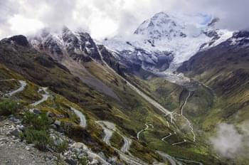 Mietwagen mieten und durch peruanische Bergstraßen fahren