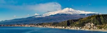 Blick auf den Vulkan Ätna in Sizilien