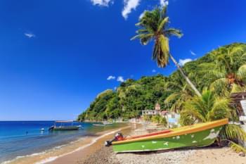 Boote am Strand von Dominica