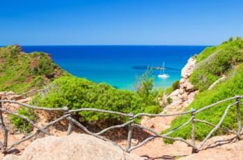 Mami de Cavalls Felsen und Strand auf Menorca