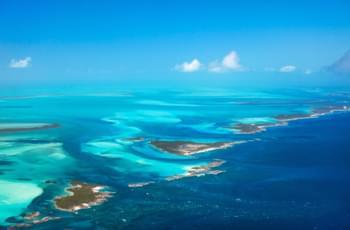 Blick auf die Inselgruppe der Bahamas
