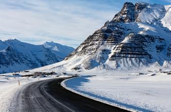 Straße auf Island im Winter
