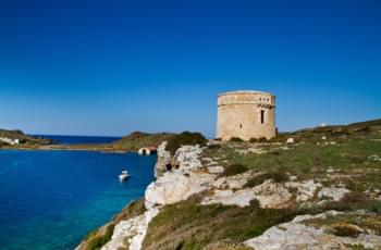 Festungsanlage la Mola vor der Küste Menorcas