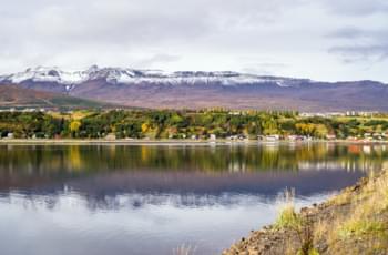 Islands Städte mit dem Mietauto erkunden