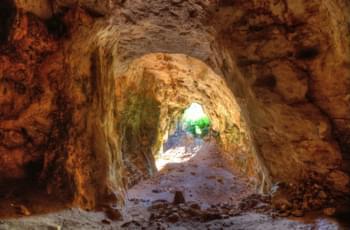 Mit dem Mietwagen zur Höhle Cova fahren