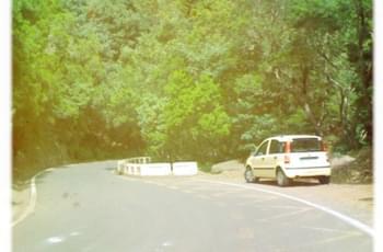Auto im Gebirge von Teneriffa