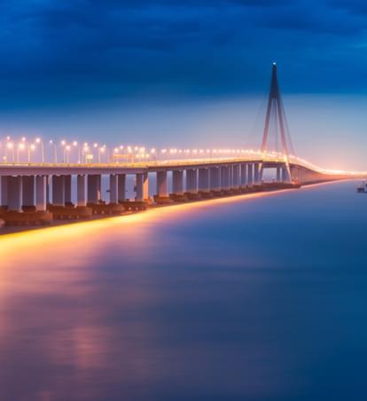 Erlebnisreiche Brückenfahrt: Mit dem Auto über das chinesische Meer