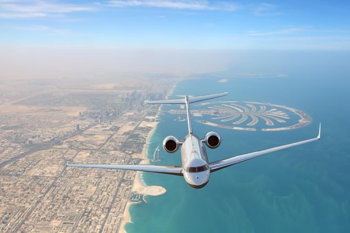 Avión sobre Dubai