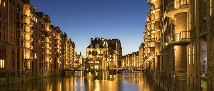 Vista de Hamburgo por la noche