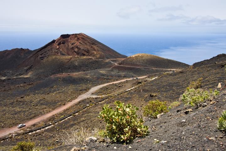Mit dem Mietwagen in Vulkanlandschaft auf  La Palma