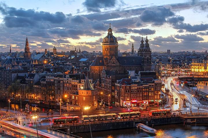 Plazas públicas en el casco antiguo de Amsterdam
