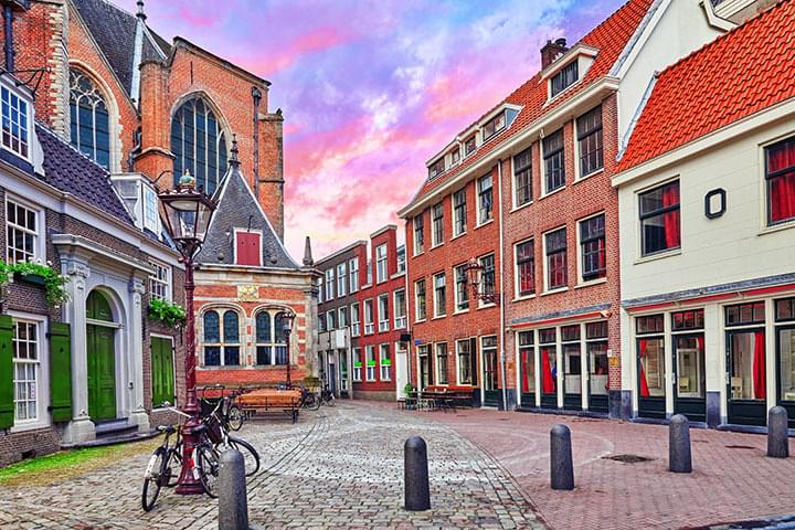 Louer une voiture et conduire aux endroits publics d'Amsterdam