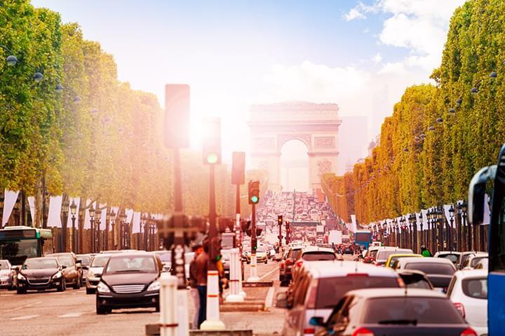Strassenverkehr in Paris