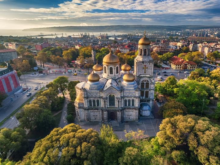 Vista de la Catedral de Varna, Bulgaria