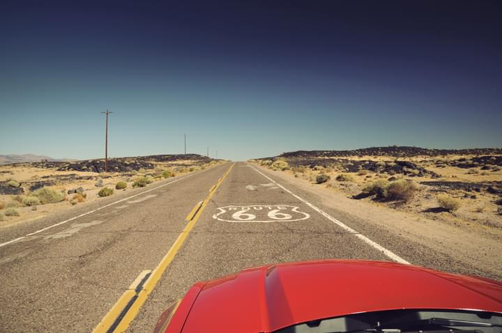 Die Route 66 mit dem Mietwagen entlang fahren