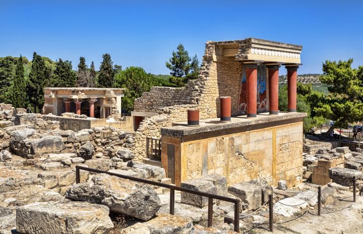 Explorer les ruines de Knossos