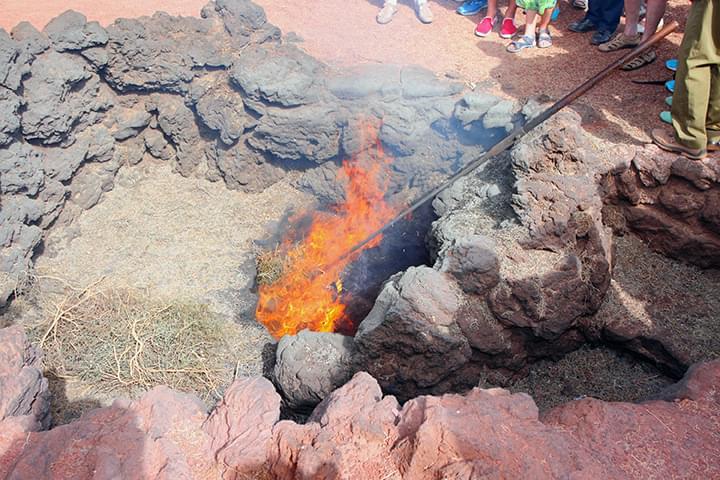Die Hitze der Erde reicht noch immer aus, um ein Feuer zu entfachen
