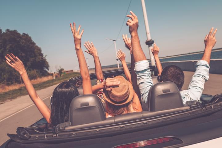 Mietwagen ab 18 mit Freunden im Ausland