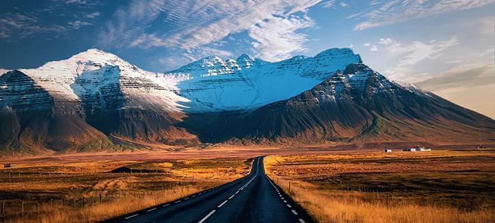 Esplorare l'Islanda e la natura in auto a noleggio