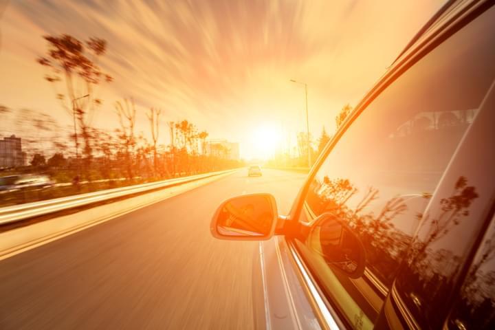 Sonneneinstrahlung: Reiseapotheke im Auto