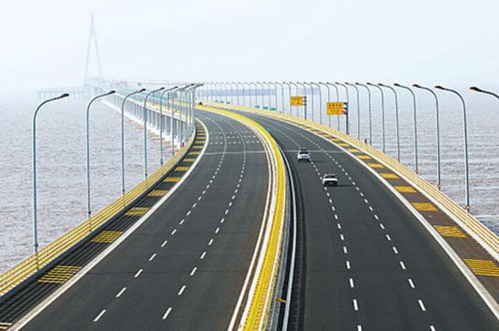 Fahrt auf der Hangzhou Bay Bridge
