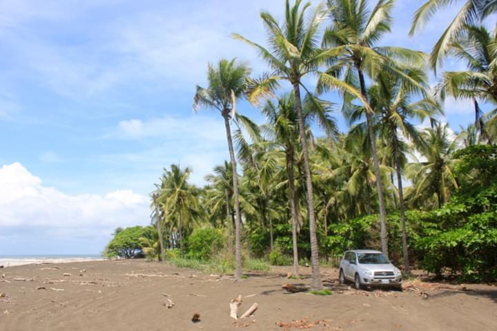 SUV am Strand von Playa Hermosa