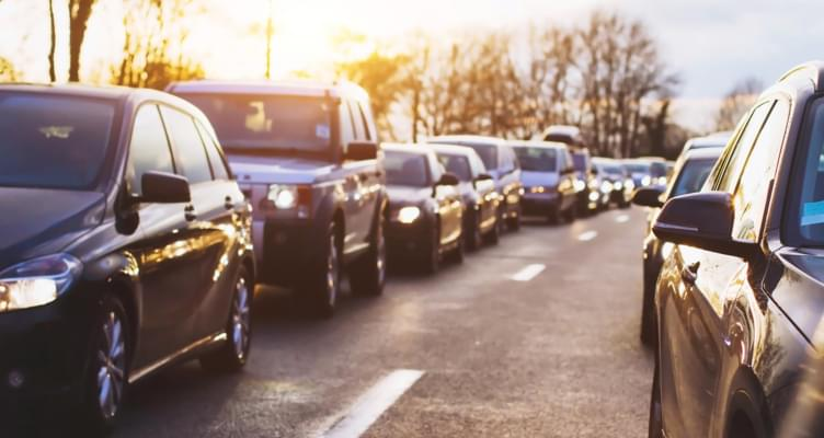 Lichtpflicht am Tag: MietwagenCheck wirft Licht auf internationale Unterschiede