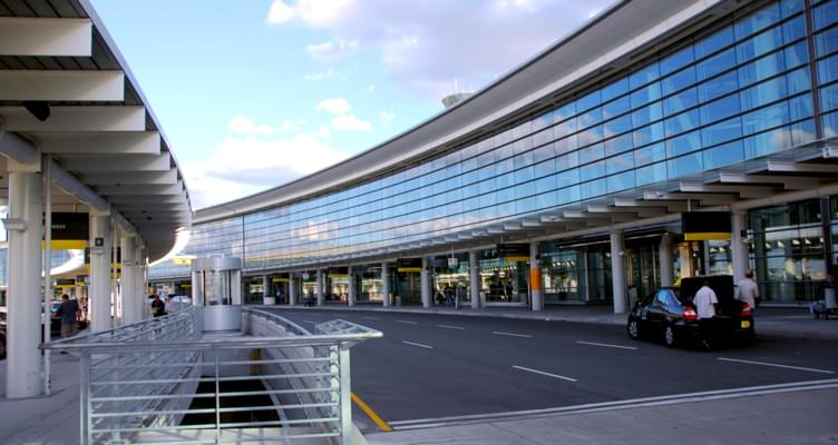Städtereise: Mietwagenanmietung am Flughafen oder in der Stadt?