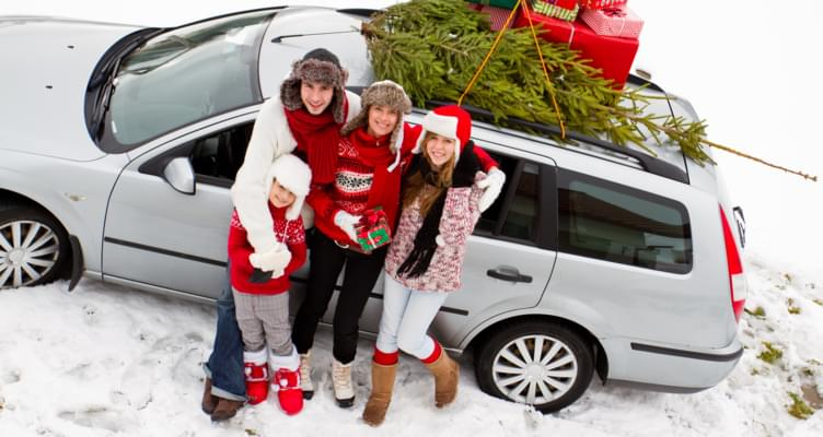 Weihnachtsbaum und Mietwagen: So transportieren Sie Ihren Tannenbaum sicher