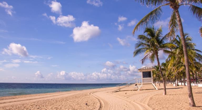 Fort Lauderdale Strand mit Rettungsschwimmer Häuschen